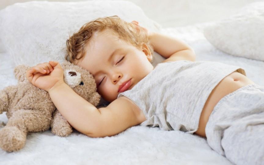 Importanţa somnului de zi pentru bebeluşul tău!