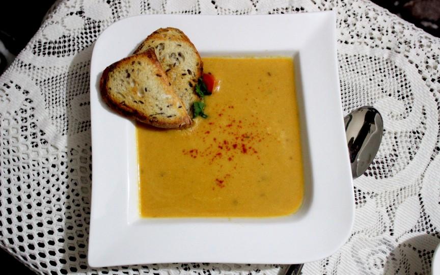 Supă cremă de linte cu chimen