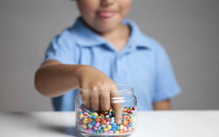 Zahărul la copii: pericole la care îi expunem pe cei mici