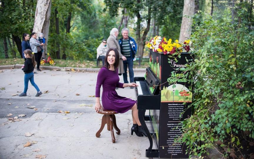 Pianul din Parcul Valea Trandafirilor va bucura copiii de la Centrul Comunitar Atlant
