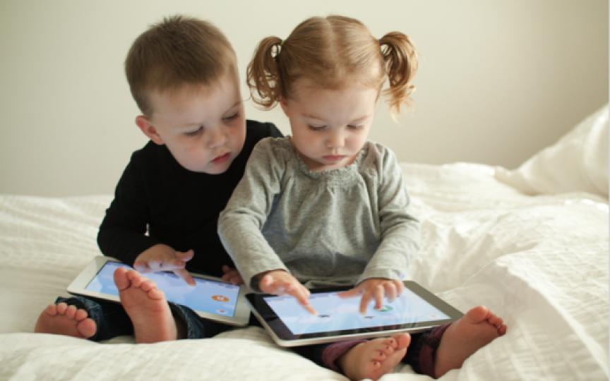 Medic oftalmolog: Nu televizorul și tableta strică vederea copiilor