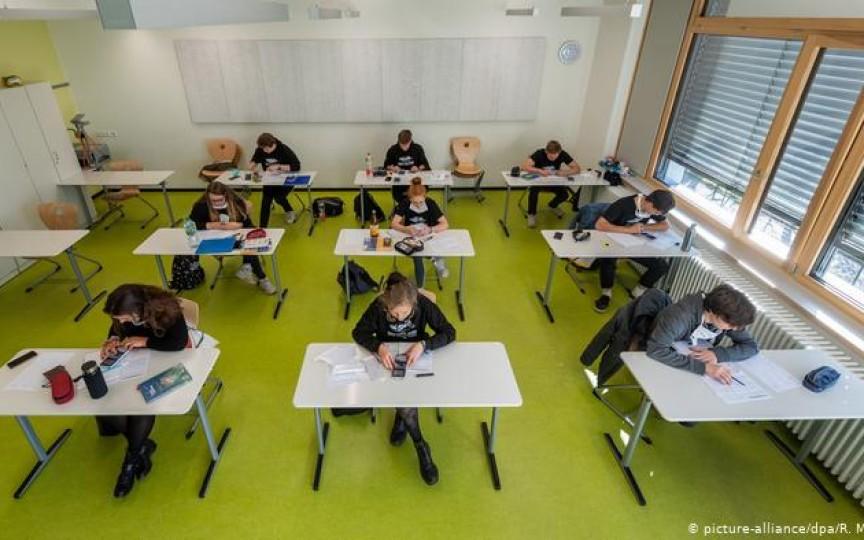 La școală în Germania pe timp de pandemie. O mamă povestește cum se desfășoară activitatea