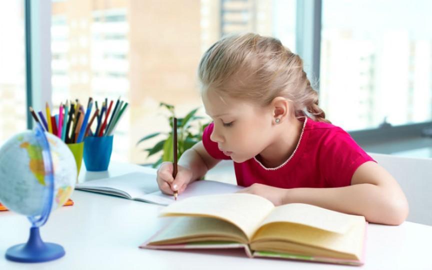 Sfaturile psihoterapeuţilor referitor la ceea ce NU trebuie să facă părinţii când e vorba de şcoală