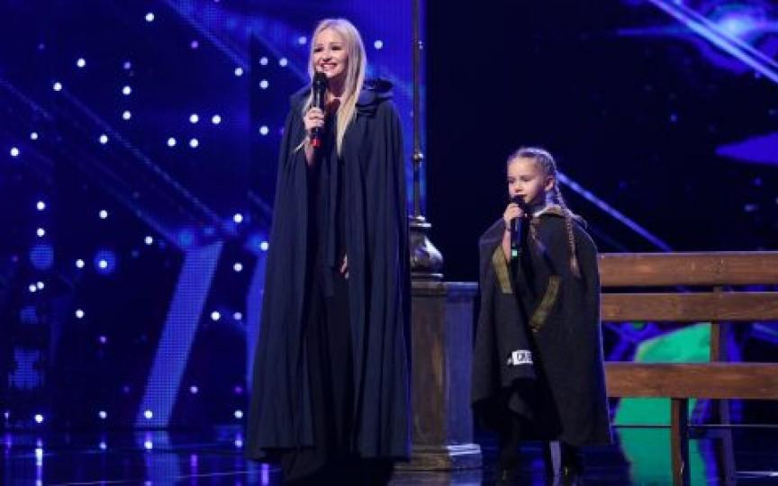 """(VIDEO) Amelia Uzun și mama sa au impresionat juriul și publicul de la """"Românii au talent"""""""