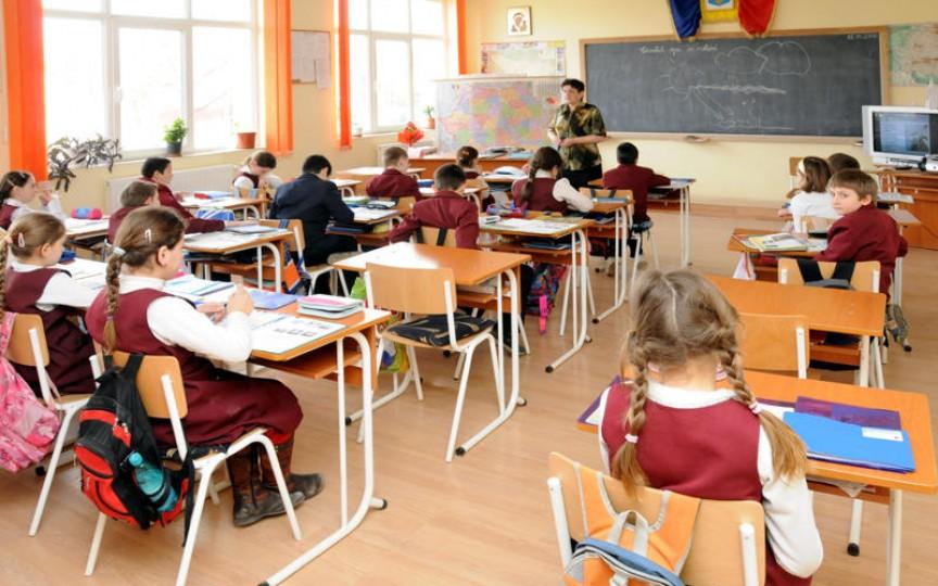 Noi schimbări în programul școlar! Fără note la muzică, desen și educația fizică