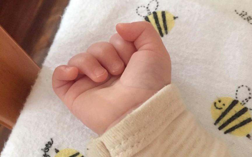 O mamă și-a lăsat bebelușul în grija unei necunoscute și a dispărut fără urmă
