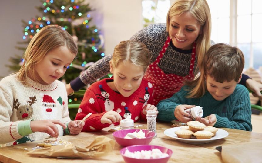 Atelier de creaţie pentru copii cu biscuiți de Crăciun!