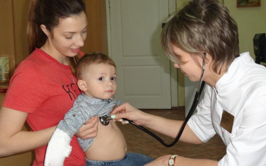 45 de copii moldoveni au decedat anul trecut din cauza pneumoniei, majoritatea acasă