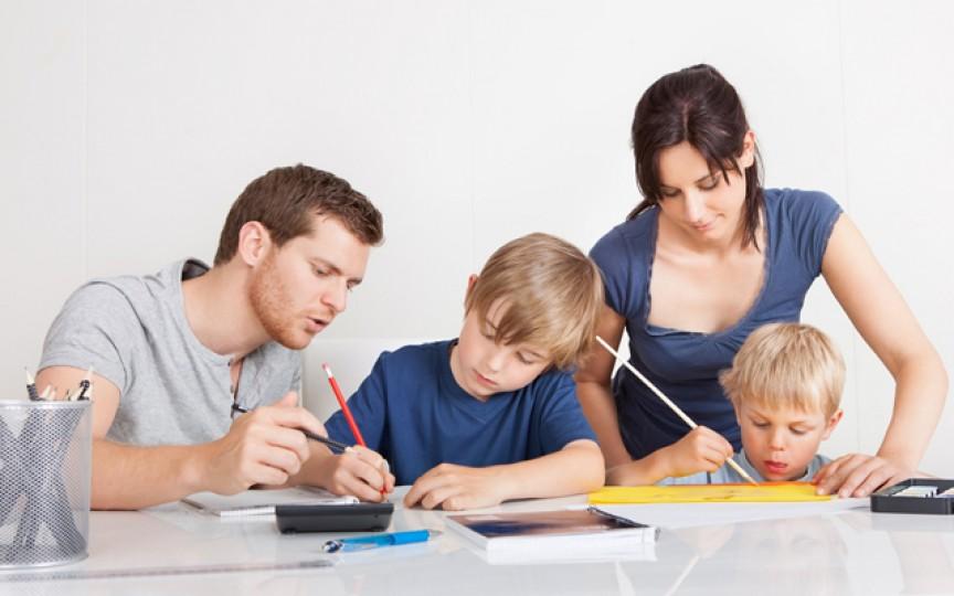 8 situaţii în care părinţii fac greşeli mai mari decât copiii lor