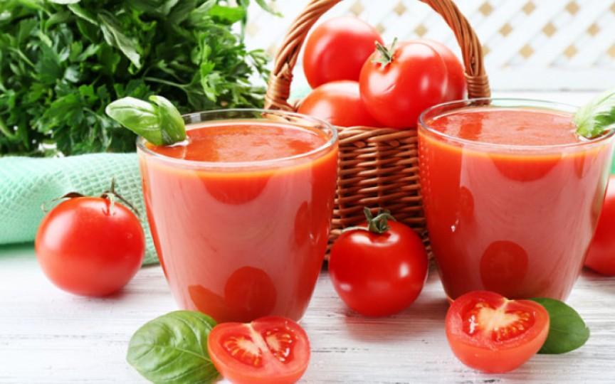 Sucul de roşii – o comoară de vitamine, care ne protejează inclusiv de cancer