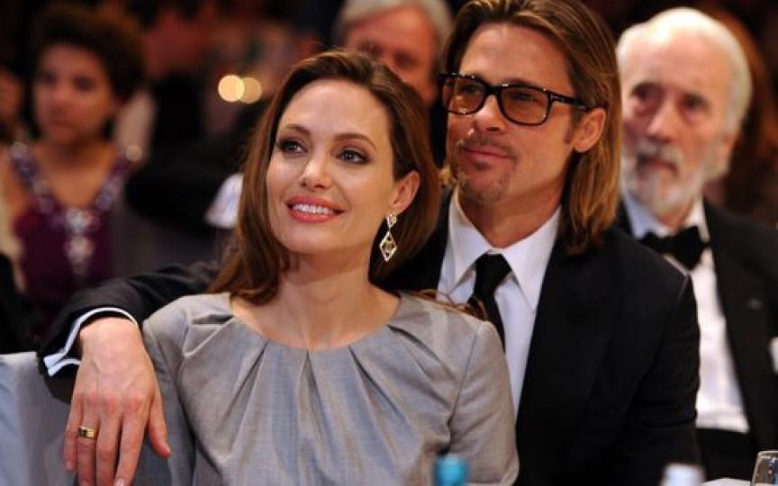 Angelina Jolie şi Brad Pitt vor adopta un copil sirian