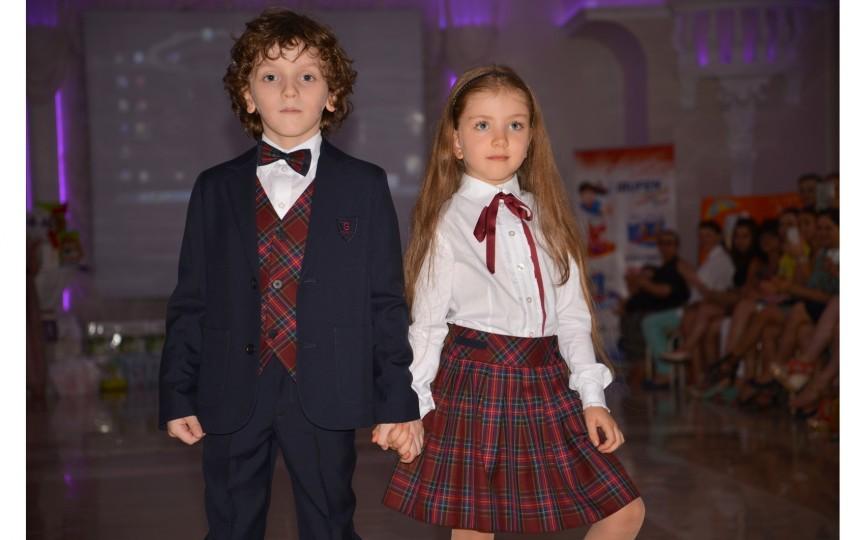 """Ţinute de şcoală """"made in Moldova"""" într-o defilare deosebită"""