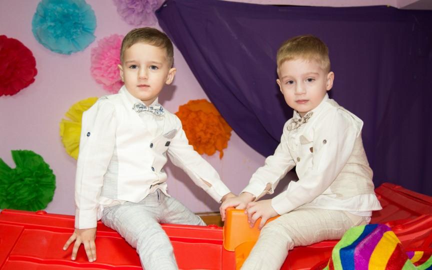 La Mulţi Ani, Călin şi Paul – micii cosmonauţi