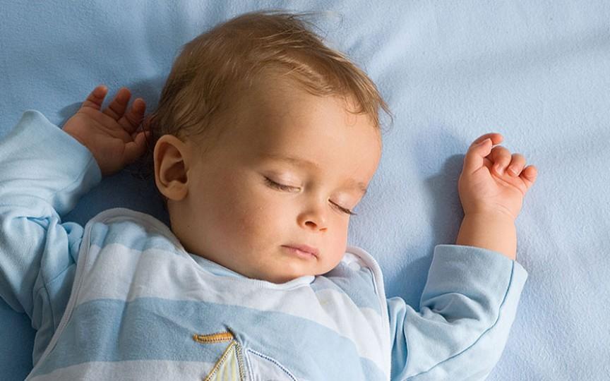 Cât trebuie să doarmă copilul în funcție de vârstă