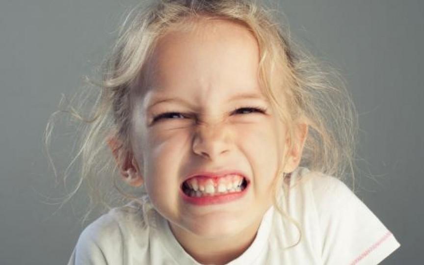 Iată cum poți trata copilul care scrâșnește din dinți!