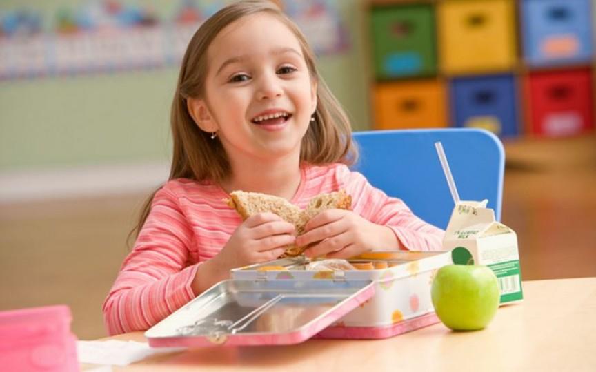 Eveniment: Cum îi hrănim pe copii în timpul școlii