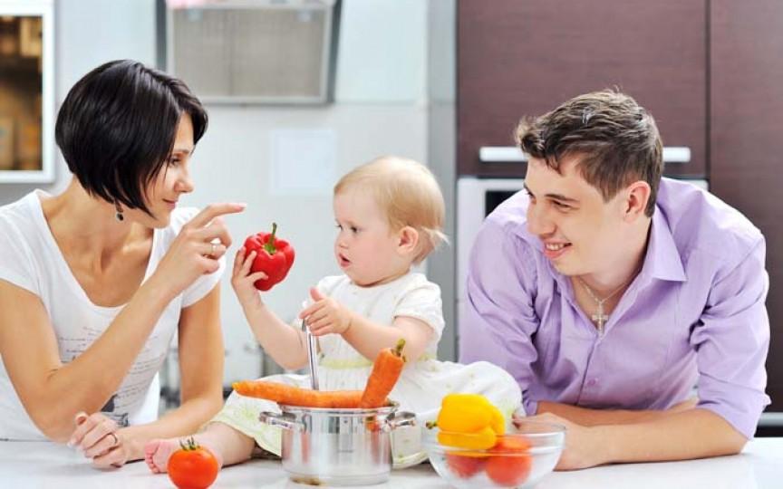 De ce ar trebui să aștepți până când bebe împlinește 6 luni ca să începi diversificarea?