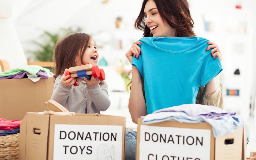 Hăinuţe, încălţăminte şi jucării pentru copilaşi