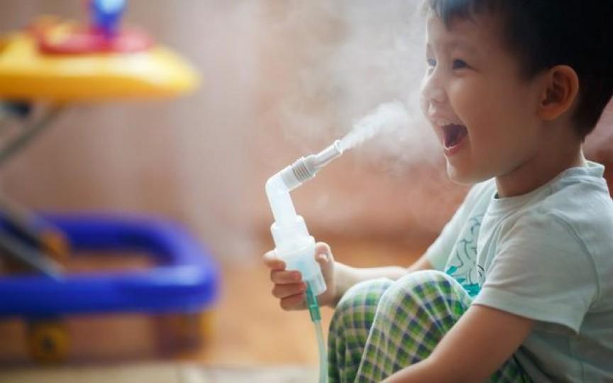 Tratează răceala copilului tău folosind aparatul cu aerosol
