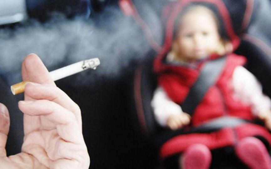 """Copiii """"fumează"""" între 60 și 150 de țigări pe an dacă locuiesc într-o casă cu fumători"""