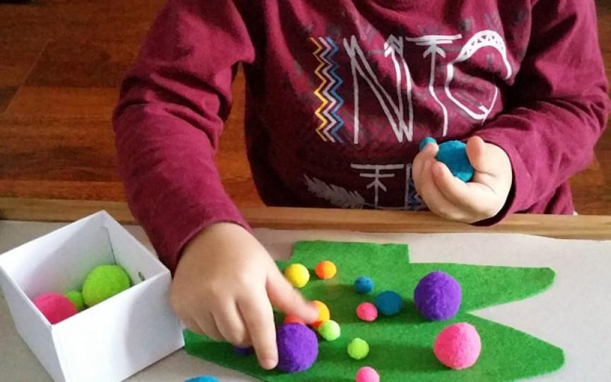 Cum putem convinge copilul să stea cuminte fără tabletă și telefon