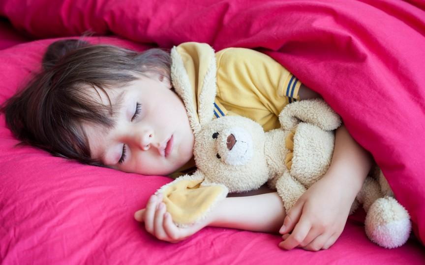 Rutina de somn și orele de culcare obişnuite pentru copiii din diferite ţări