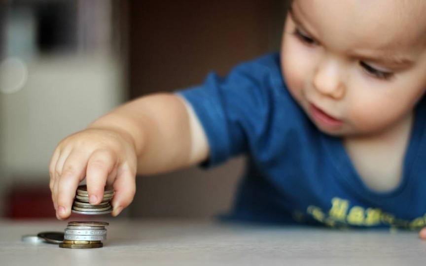 Mamele care primesc indemnizația minimă pot solicita ajutor social suplimentar