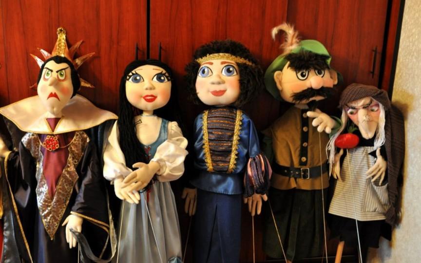 Mergeți cu cei mici la teatru! Iată repertoriul spectacolelor din luna martie