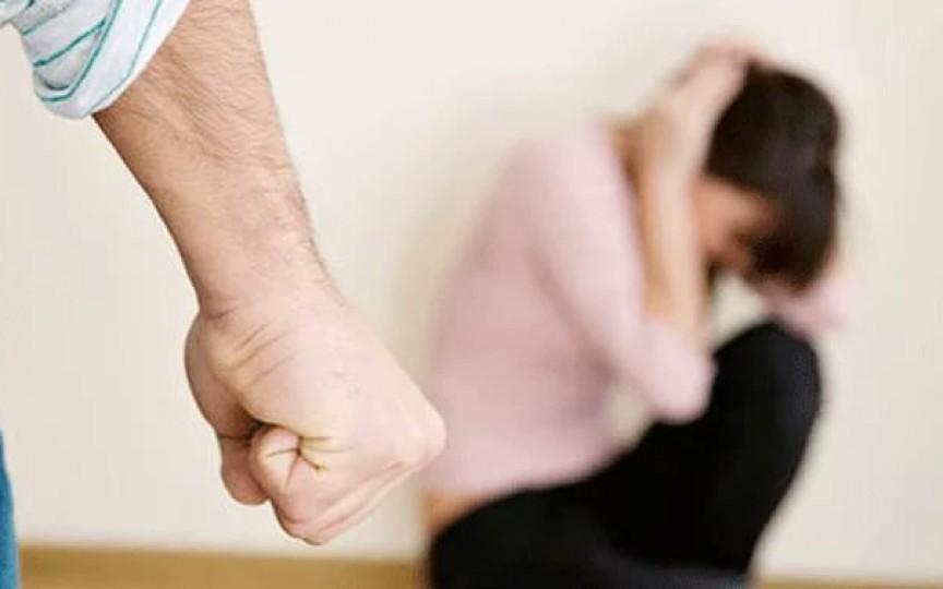 O prezentatoare a rămas fără mai multe contracte publicitare fiindcă a găsit scuze pentru violența în familie