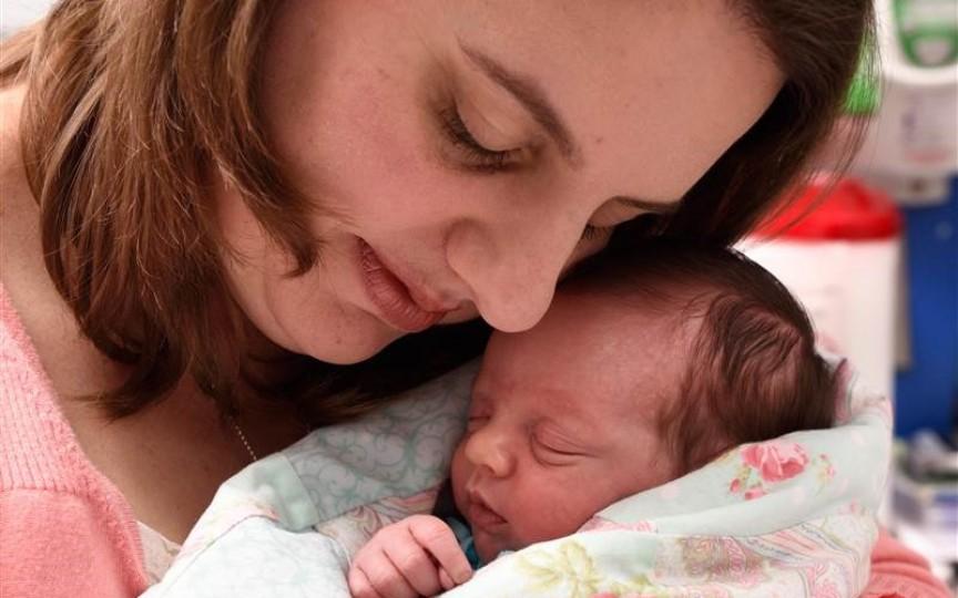 O fetiţă s-a născut de două ori... la PROPRIU