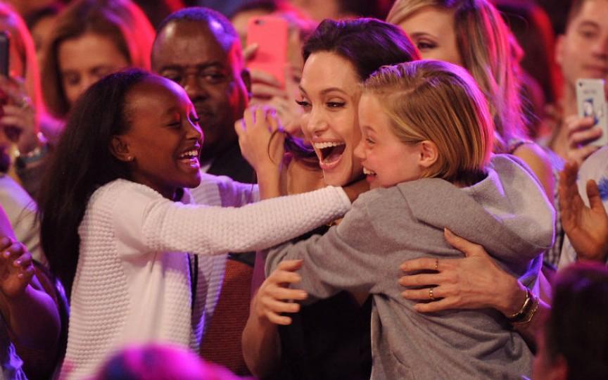 Reguli de educație a copiilor de care se conduce Angelina Jolie