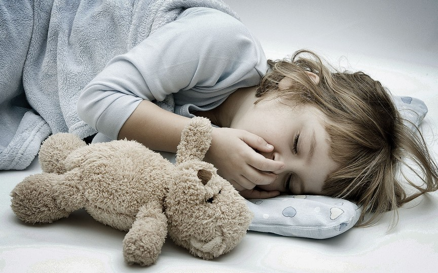 Metode utile cum să-l înveți pe copil să doarmă singur