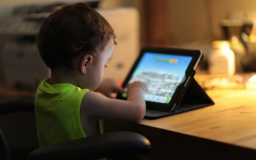 De ce trebuie să îi interzici unui copil sub 12 ani dispozitivele electronice
