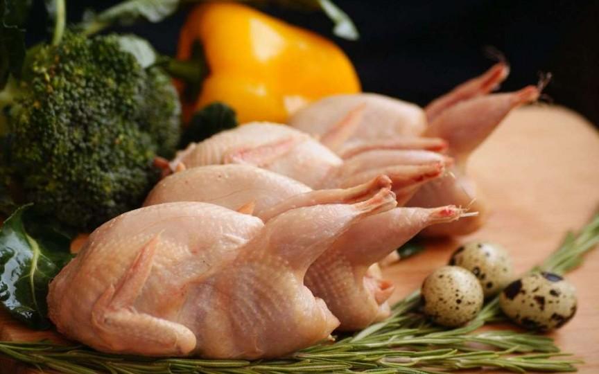 Carnea de prepeliţă versus carnea de pui: nutrienți și vitamine