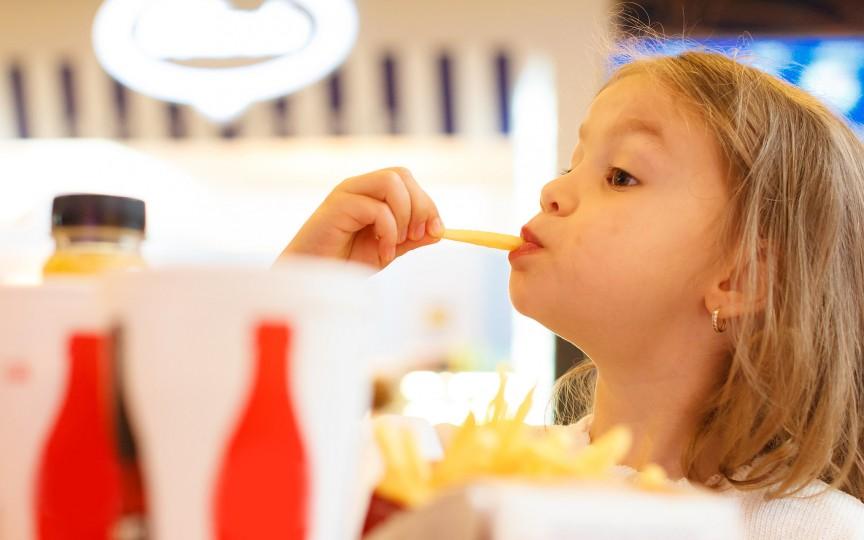 Află ce alimente trebuie să excluzi din meniul copiilor