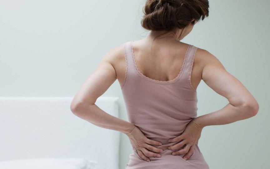 Ai dureri de spate după naștere? Află cum scapi de ele!