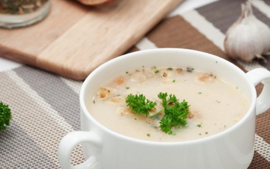 Supa de usturoi - cel mai bun remediu contra răcelii!