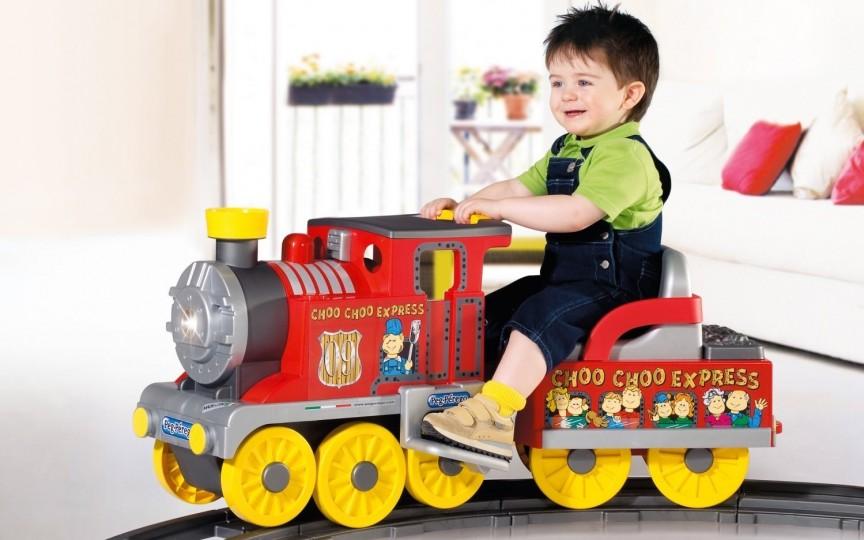 De ce e bine pentru copii să aibă mai puţine jucării
