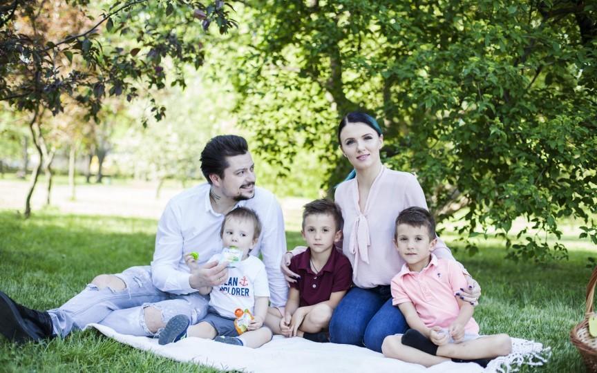 Familia Manciu se pregătește să emigreze din țară