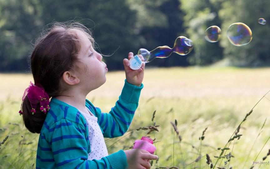 Copiii petrec foarte puțin timp pe afară, chiar mai puțin decât pușcăriașii, studiu