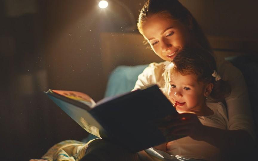 Studiu: Copiii cărora li se citește înainte de grădiniță sunt pregătiți mai bine pentru școală