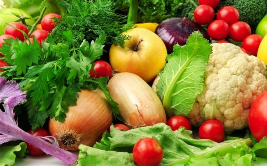 Fructele şi legumele ţin departe cancerul de sân