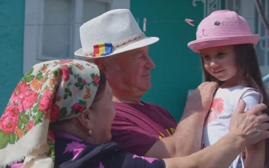 Video emoționant: Nepoții trebuie să cunoască limba bunicilor