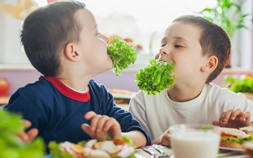Ce ar trebui să mănânce copilul dimineața pentru a învăţa bine