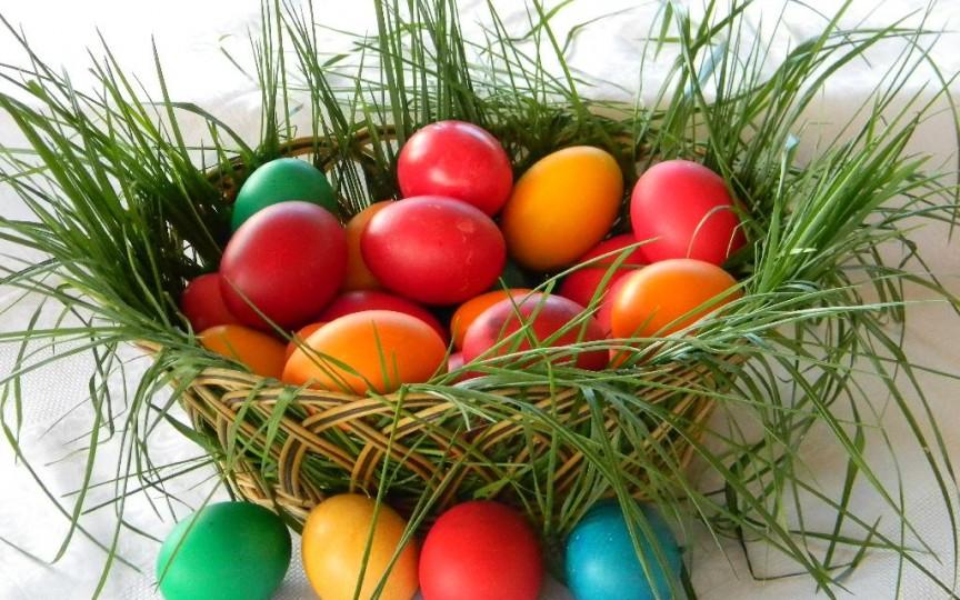 Ce chimicale cancerigene se găsesc în vopseaua de ouă pentru Paște