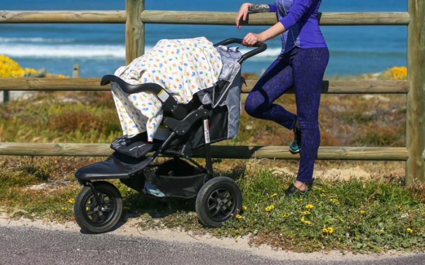 (Video) Experiment: Nu mai acoperiți cărucioarele copiilor pe timp de caniculă. Copilul se poate sufoca