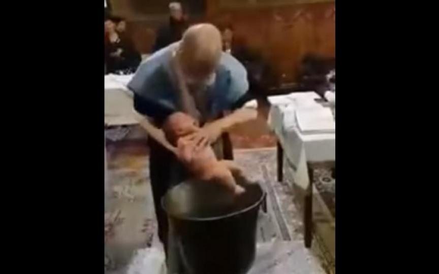 Reacția preotului acuzat că a bruscat un bebeluș în timpul botezului