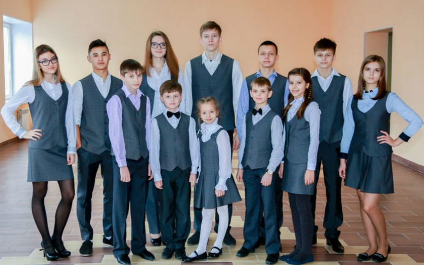 Studiu: Uniforme școlare în Moldova înseamnă cheltuieli suplimentare cu mult peste 2-3 mii de lei pentru fiecare copil