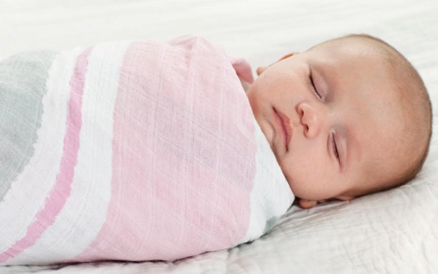 Neonatolog Victoria Sisoev: Înfășatul nu are nici un avantaj!