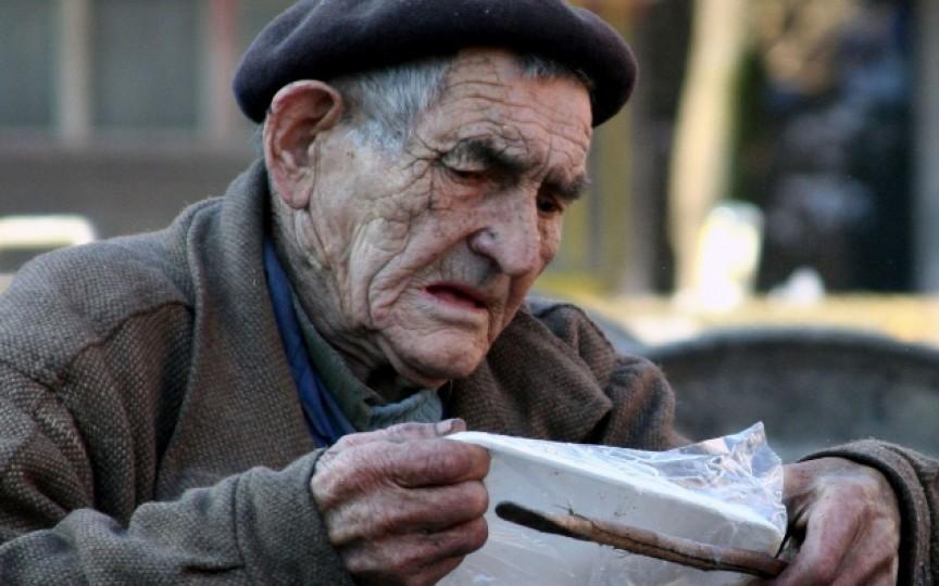 În ajun de sărbători, donează alimente pentru a aduce bucurie pe masa persoanelor nevoiașe